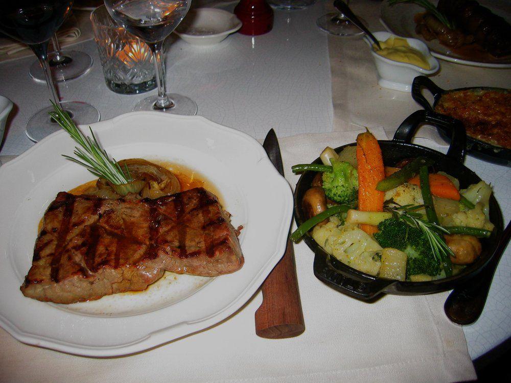 El salón de baile de Beefclub - Carne de cazuela de verduras Royal - París, Francia