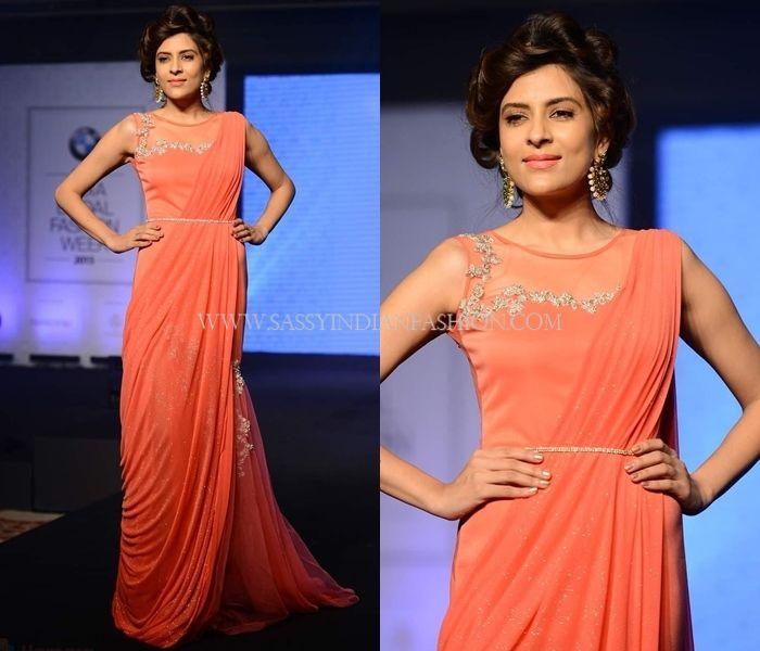 6c5fc75098d 11 Flattering Indian Wedding Dresses For Bride s Sister