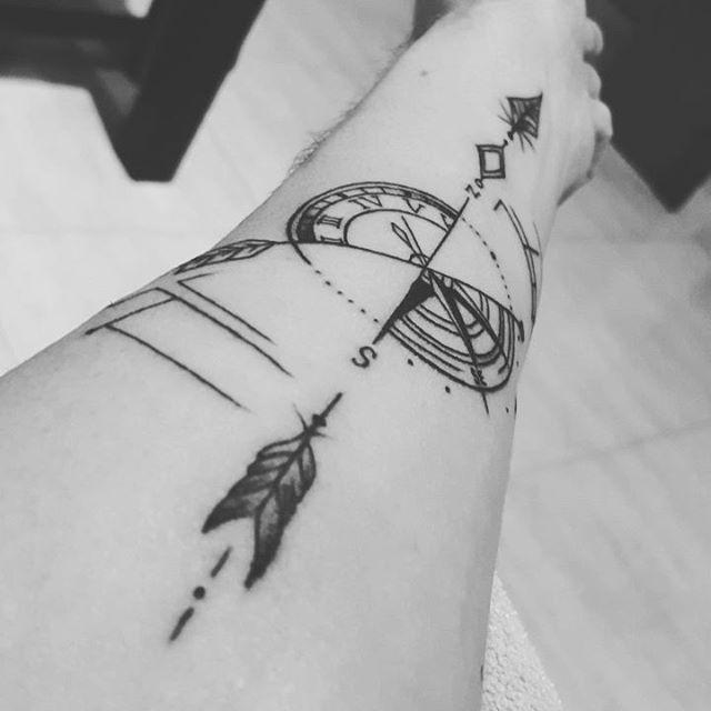 Tatuaje De Brújula Y Reloj Con Flecha Tiempo Y Destino Dos Cosas