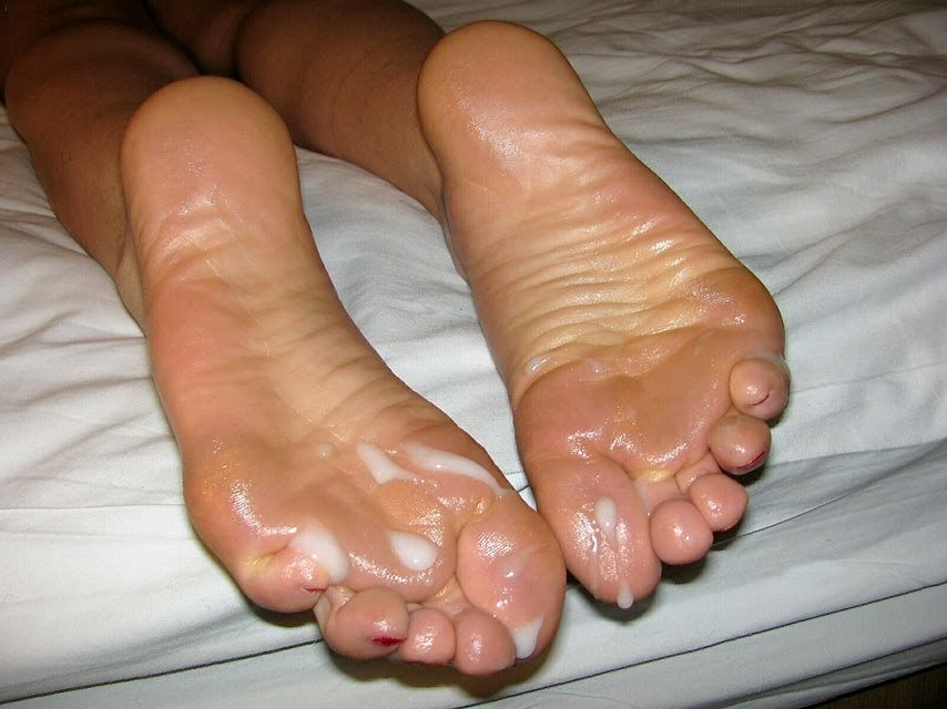 cum-my-feet-girl-with-glasses-nude