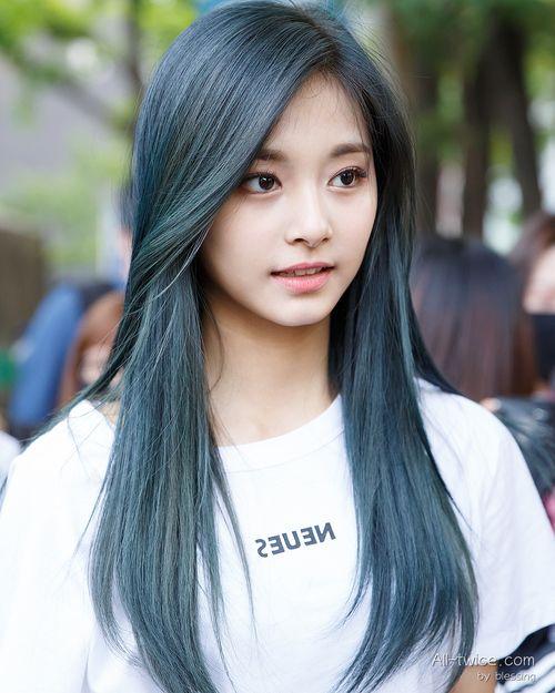 Imagen De Blue Hair Tzuyu And 周子瑜 Hair Styles Kpop Hair