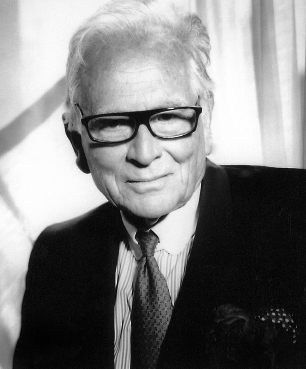 Pierre Cardin - Estilista precursor do Prêt-à-Porter com estética futurista nos anos 1960,