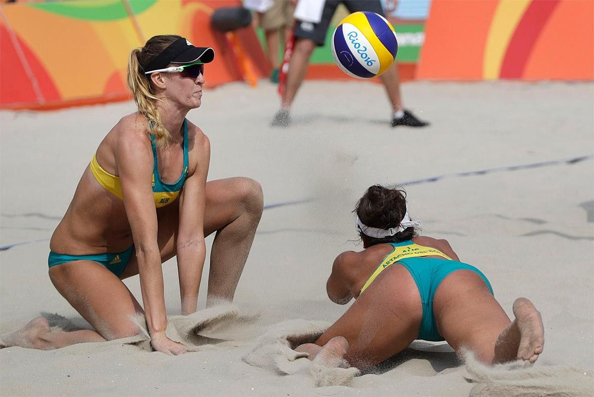 Australia S Mariafe Artacho Del Solar Right And Her Teammate Nicole Laird Beach Volleyball Beach Volleyball Pictures Rio Olympics