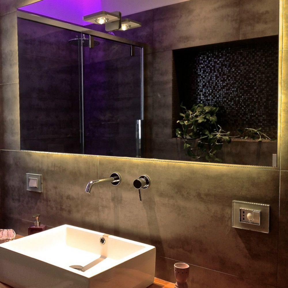 strisce led in bagno soluzione originale per rendere il tuo bagno unico e moderno