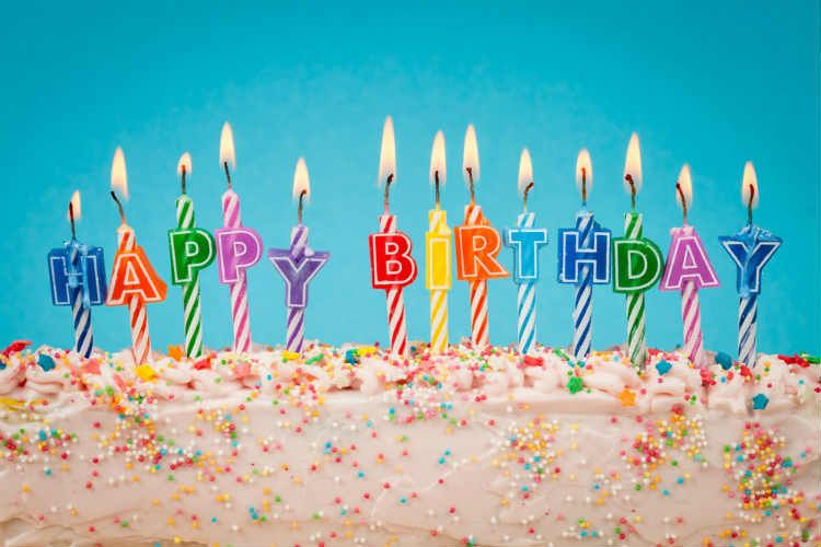 Free Birthday Restaurants ~ Did you know that many restaurants offer free birthday meals on