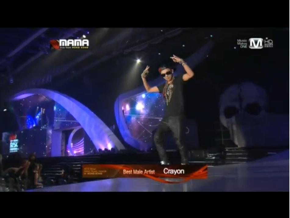GD wins Best Male Artist MAMA 2012