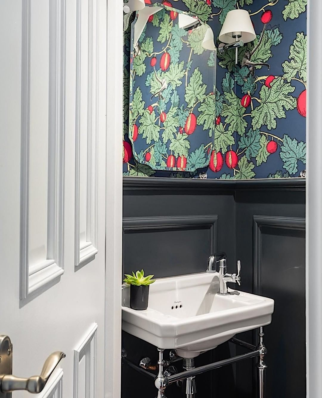 Badezimmer Burlington Bathrooms On Instagram A Simple And Effective Way To Update Interior Design Bathroom Small Burlington Bathroom Bathroom Interior Design
