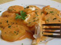 Merluza en salsa de almendras cocina tradicional