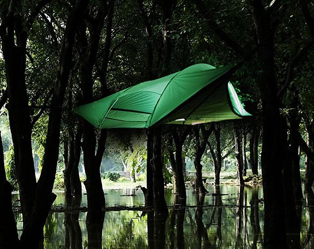 Tentsile - Floating Treehouse Tent Created by Alex A portable hanging tree tent called Tentsile has been created by a UK-based tree house architect ... & Tentsile | Stingray Tents | achats à réaliser | Pinterest | Tents