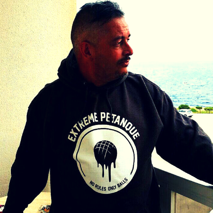 Extreme petanque super model.  (Thanks to our friend Craig for the picture!) // Looking forward to receiving your extreme petanque pictures videos & stories! // #extremepetanque #extremeboules #pétanqueextrème #streetpetanque #urbanpetanque #ultimatepetanque #extremebocce #petanque #petanca #jeuxdeboules #jeudeboules #boules #bocce #bocceball #ball #balls
