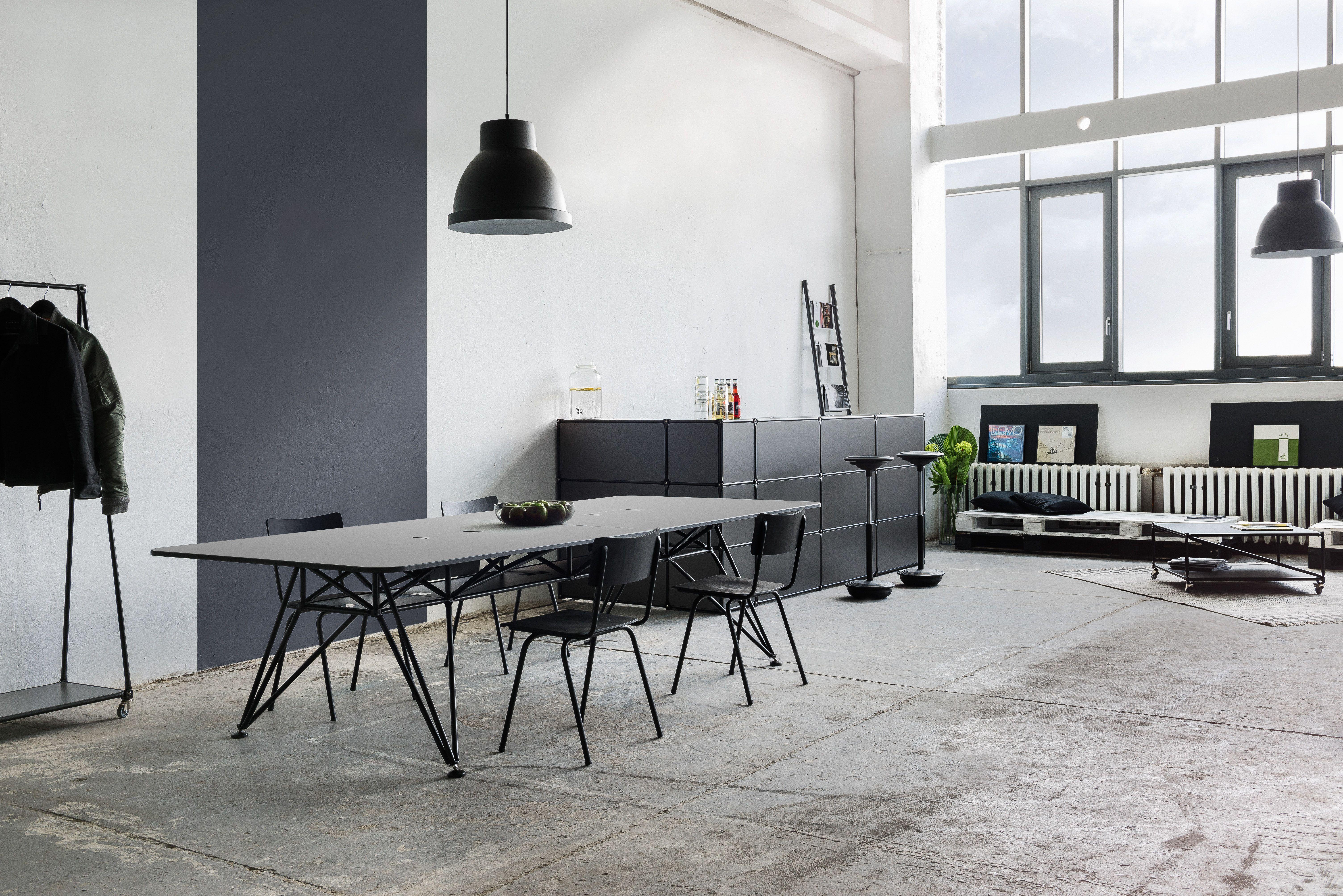 K Serie Conference Table With Matt Black Powdered Finish Black Line Modular Counter And Coatrack All Furniture A Konferenztisch Mobel Bestellen Einrichtung