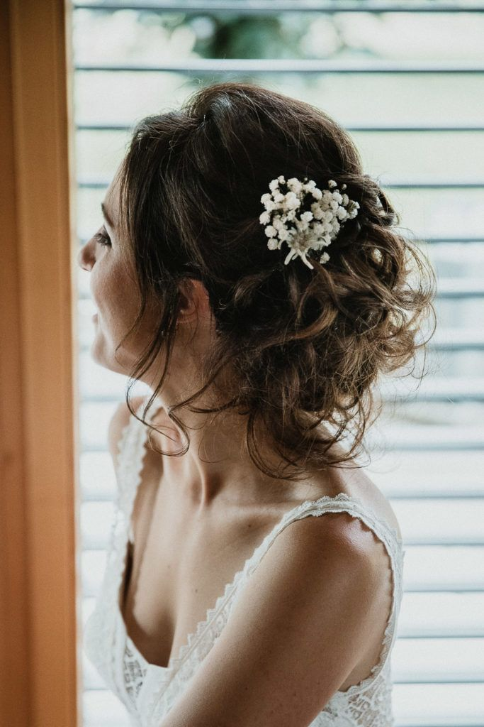 Inspiration Coiffure Florale Mariage Un Mariage A Gruyeres Partie 1 2 Mathilde An Coiffure Mariee Boheme Coiffure Mariage Boheme Chignons Chignon Bas Mariage