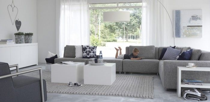 licht grijze bank woonkamer ideeen - google zoeken | living room, Deco ideeën