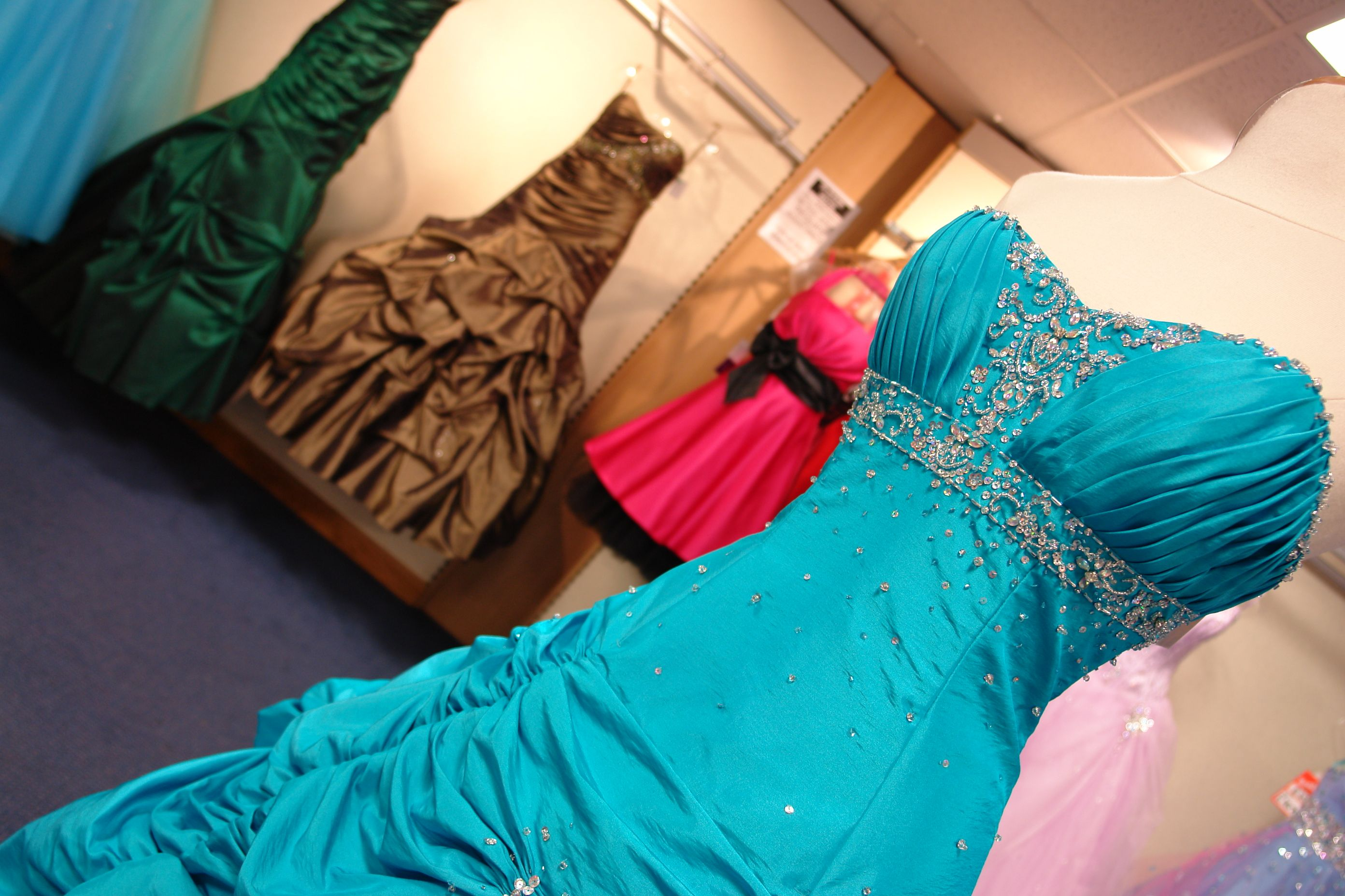 How to Sell Your Used Wedding Gowns, Prom Dresses & Formal Wear ...