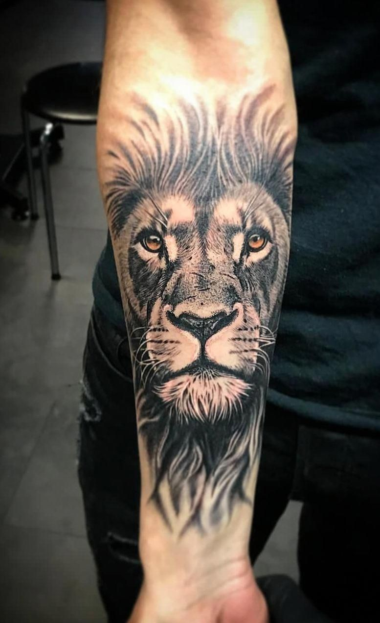 awesome black & gray lion tattoo © tattoo artist zrako