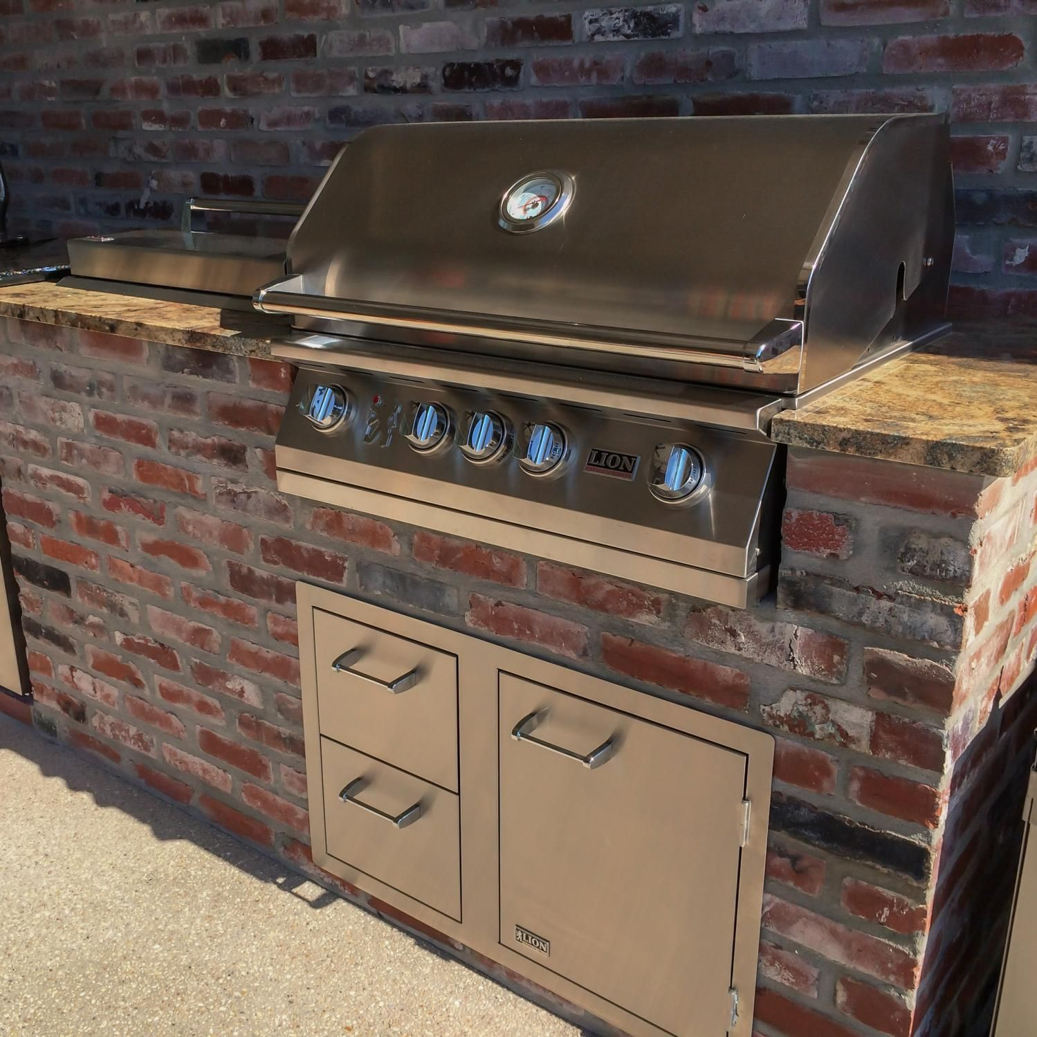 Lion L75000 32 Inch Stainless Steel Built In Natural Gas Grill Bbqguys Built In Outdoor Grill Outdoor Kitchen Design Natural Gas Grill