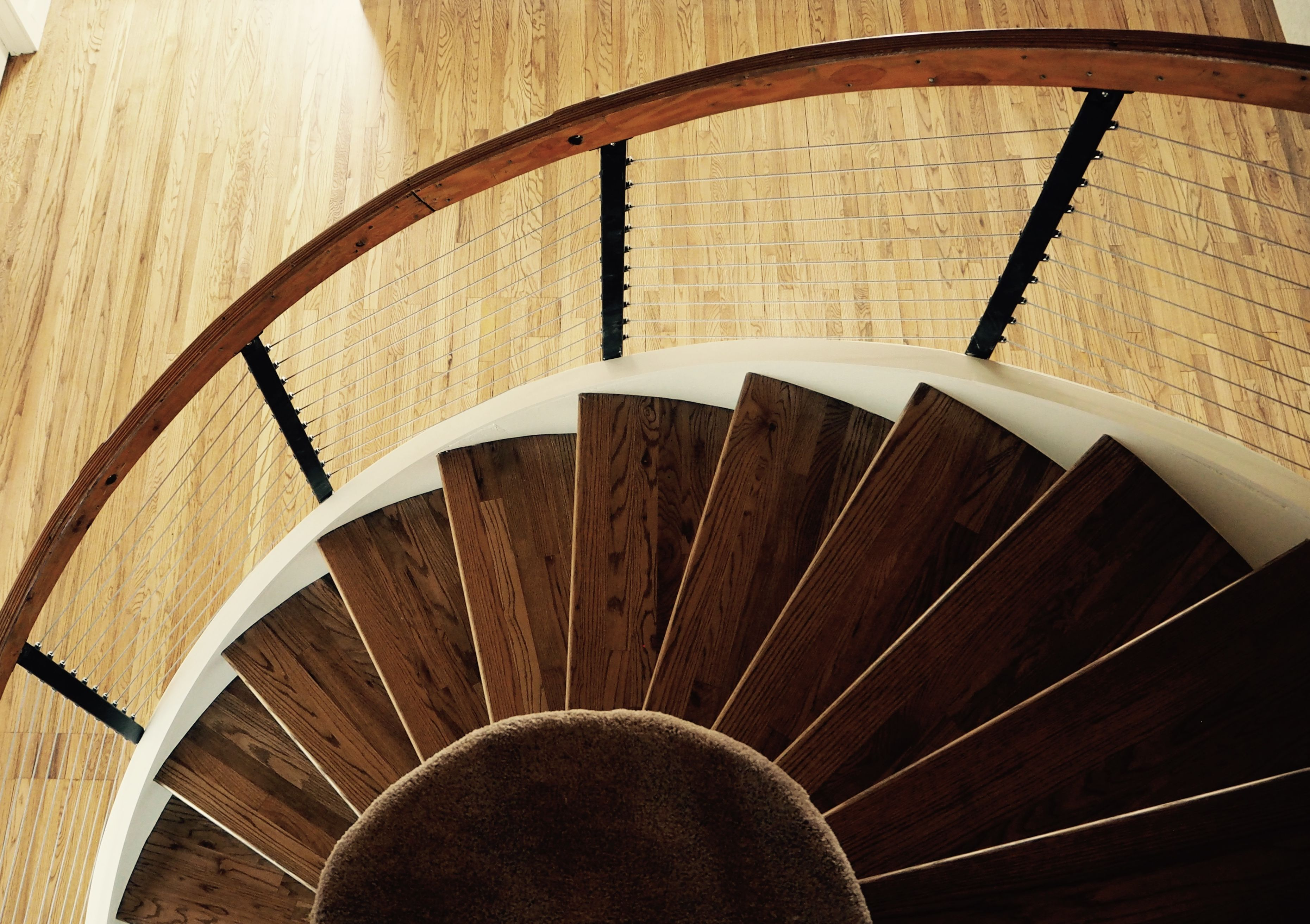 Best Curved Hardwood Staircase With Cable Railing Cable 640 x 480