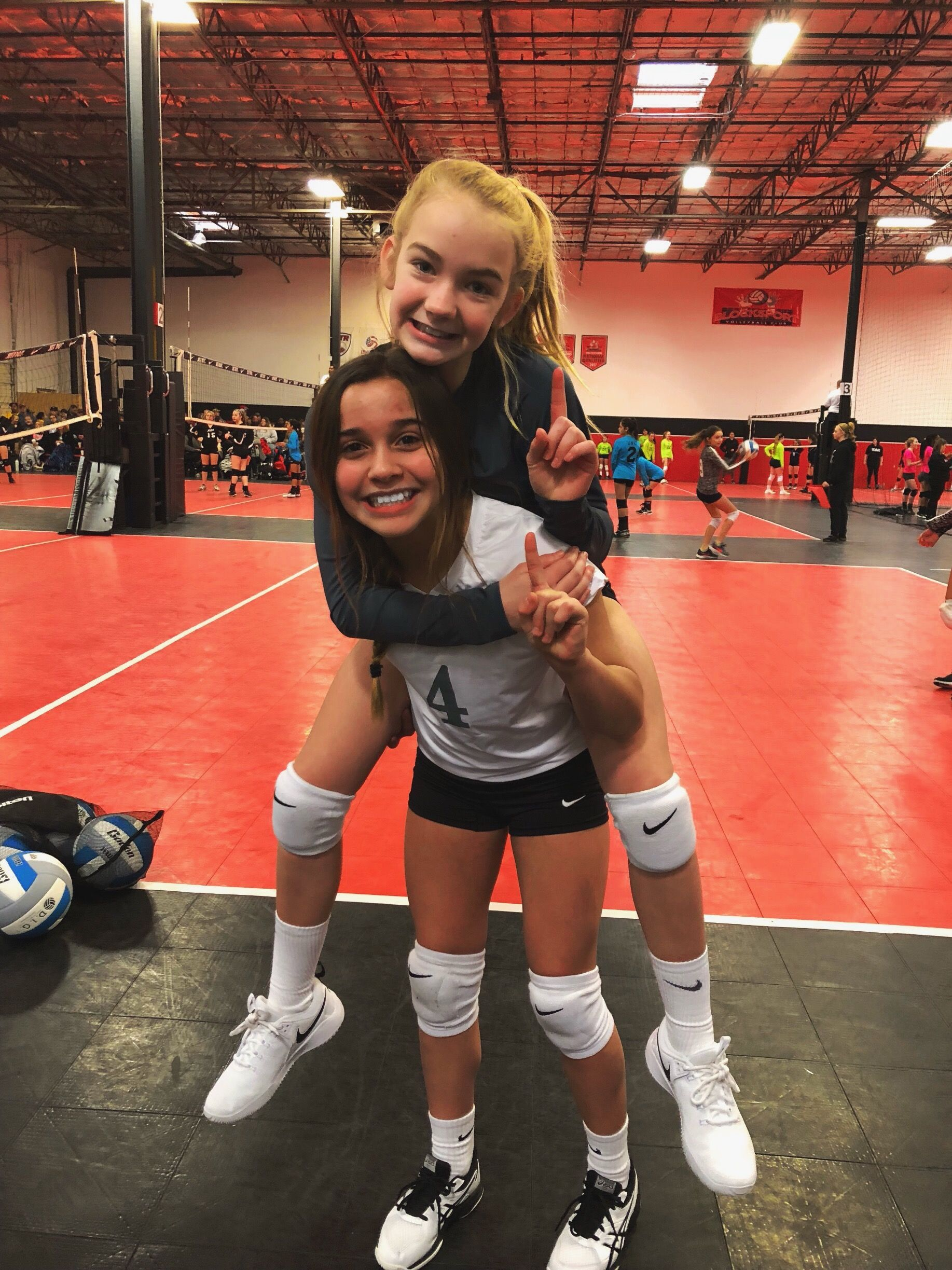 Pin By Ella On Volleyball Women Volleyball Volleyball Pictures Volleyball Photos