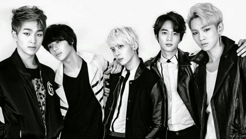 SHINee performs 'Downtown Baby' live on 'Music Dragon Japan'