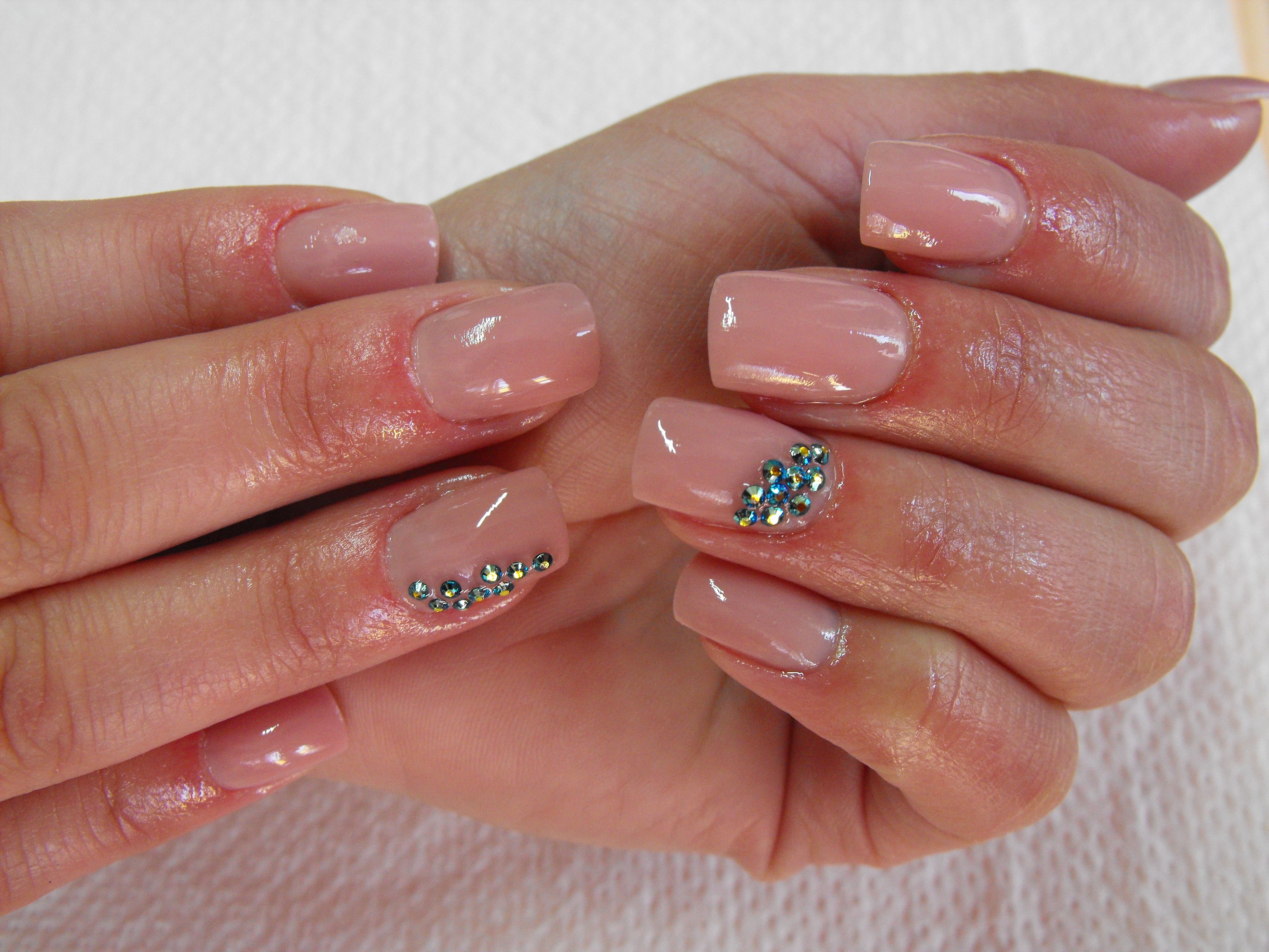 natural looking #nails made with uv gels