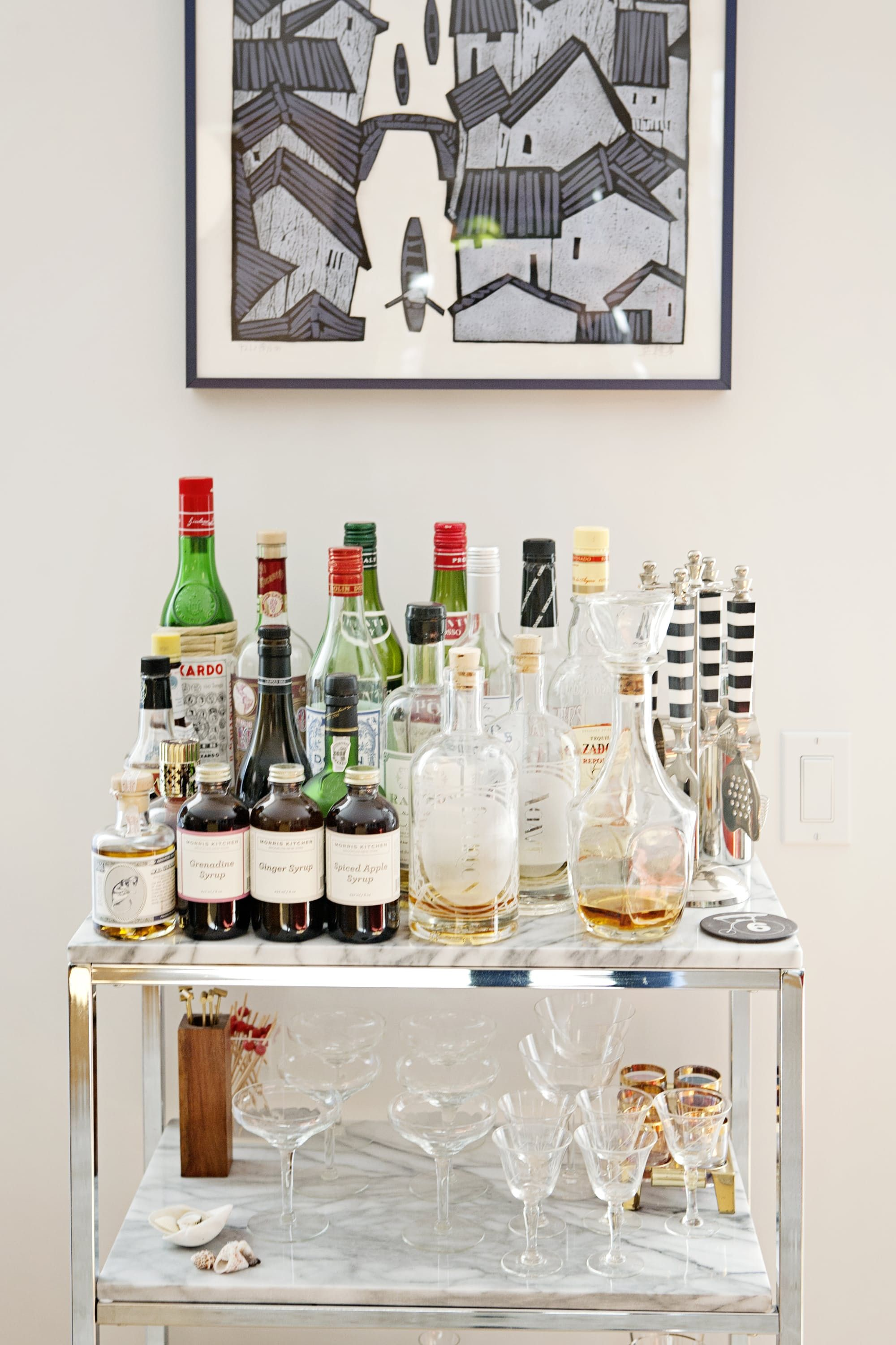Setting Up a Glamorous Home Bar: Ideas from Real Life Homes   Bar ...