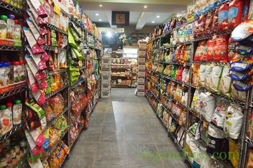 Need to grab a snack or some vegan ice cream? If you're in Fresh Meadows, then this family-owned, 24/7-hour supermarket is a great choice!