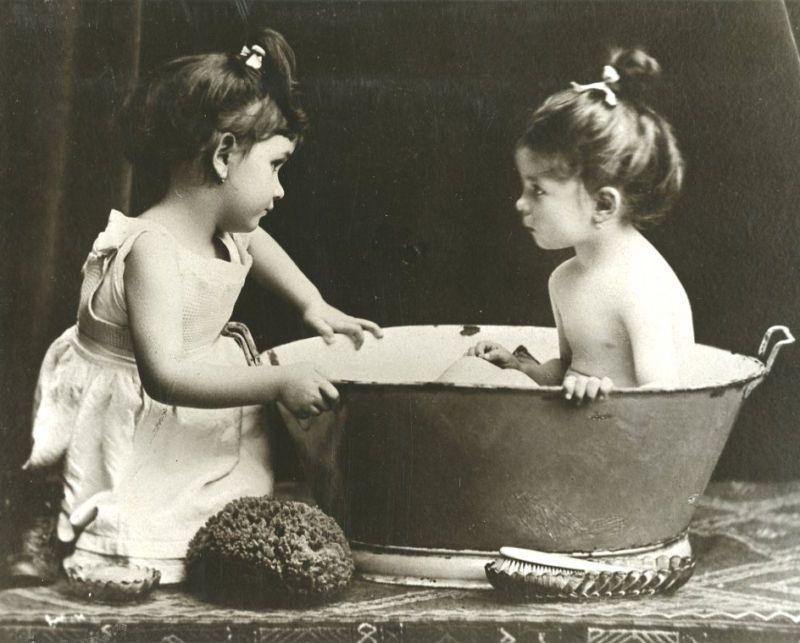 bathroom | Старинные фотографии, Винтажные картины, Лили элси