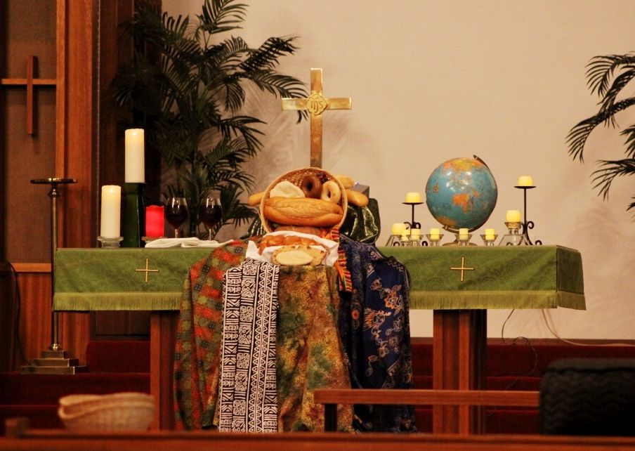 Altar for world communion sunday oct 5 2014 at for Altar decoration for first holy communion
