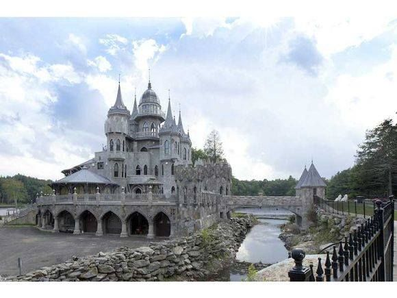 Gothic Castle in Connecticut  View more : http://goo.gl/mH1qC0