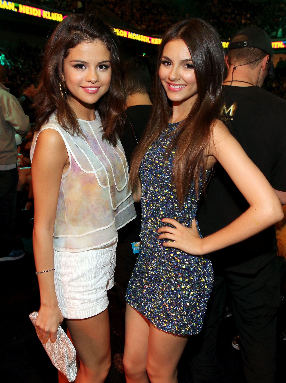 432bc341e7c Selena Gomez   Victoria Justice