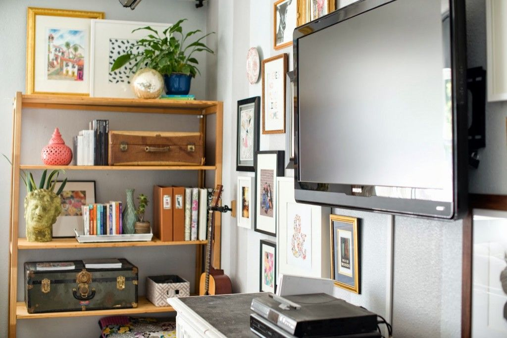 Living Room Shelf and Decorating Around TV Gallery Wall-8   Design ...