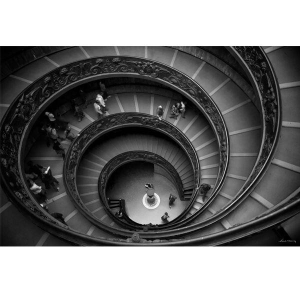 Dans la série Spirale, l'escalier du musée du Vatican. DIspo sur toile ou sur Alu sur le site www.diabolodeco.com