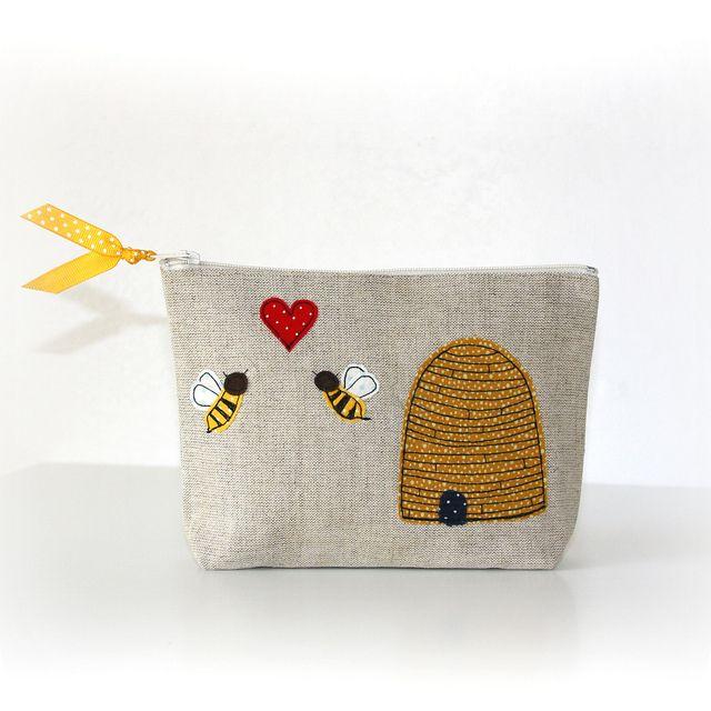 bee in love! by pilli pilli, via Flickr   Ideias para a casa ...