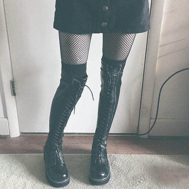 Demonia EMILY-375 Women/'s Black Patent Platform Stretch Thigh-High Lace-Up Boots