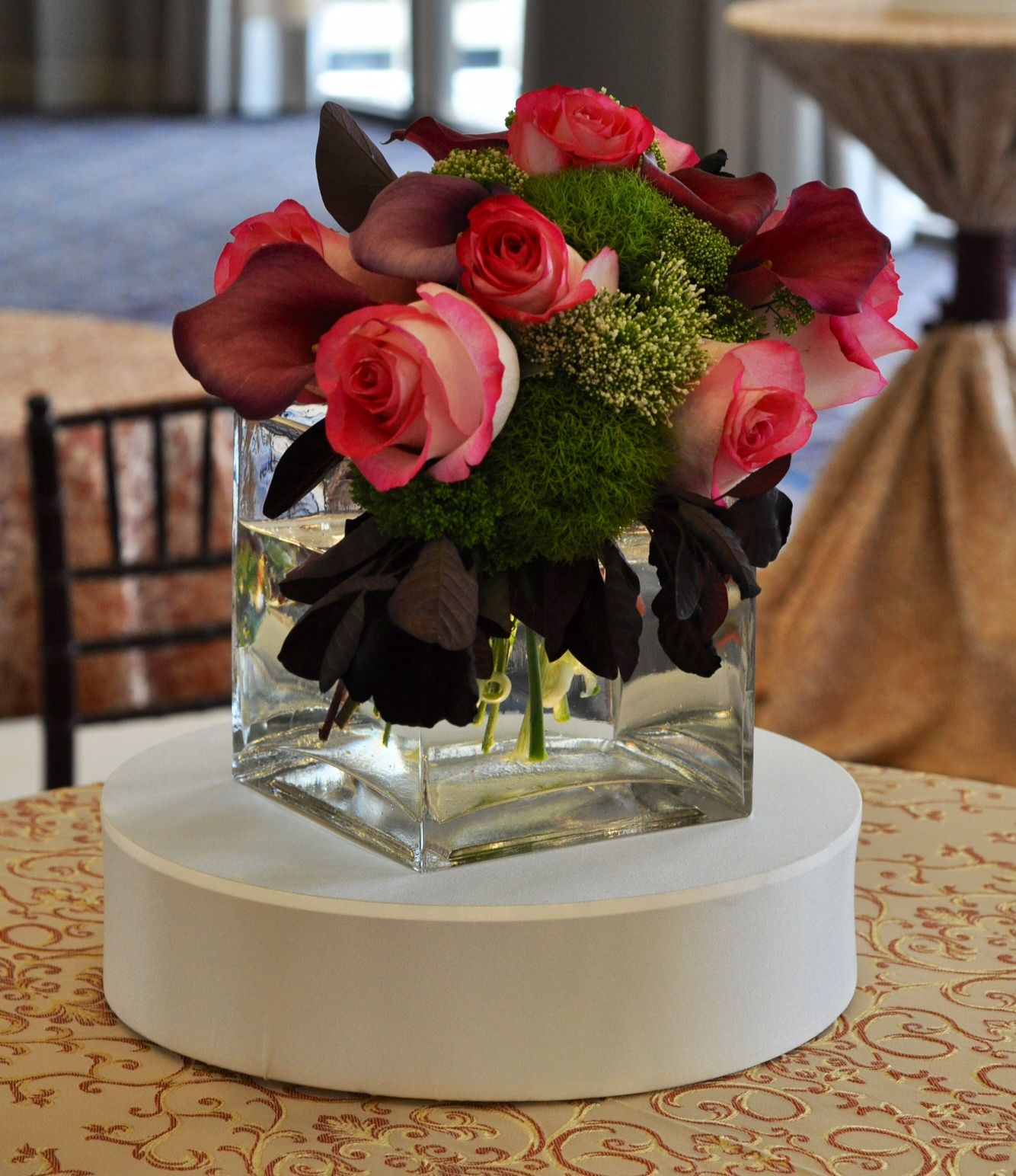 Event decor & lighting specializing in feather centerpieces and perimeter  decor with impeccable customer service.
