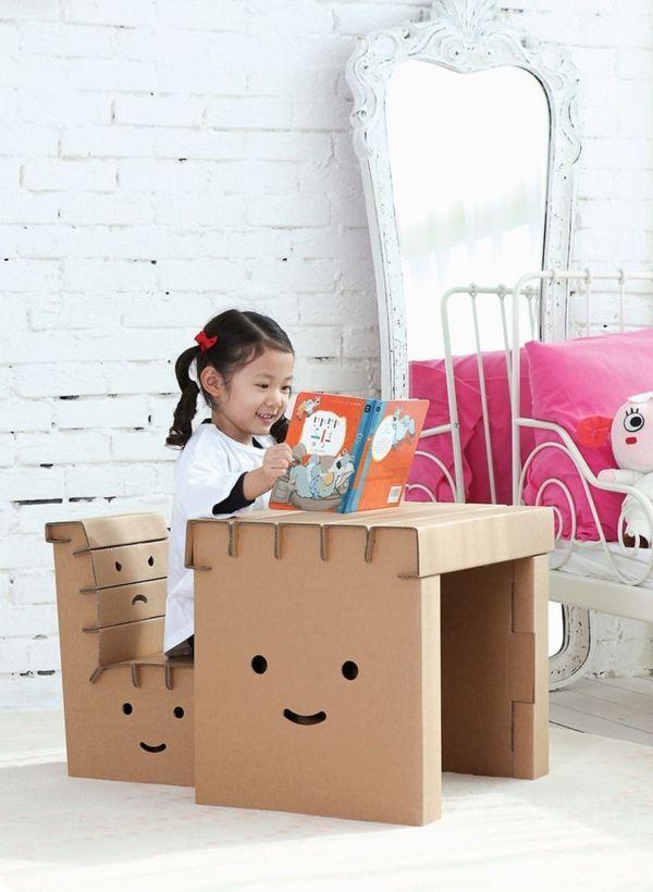 kinderschreibtisch aus pappe einrichtungsideen basteln mit karton kartone papier pinterest. Black Bedroom Furniture Sets. Home Design Ideas