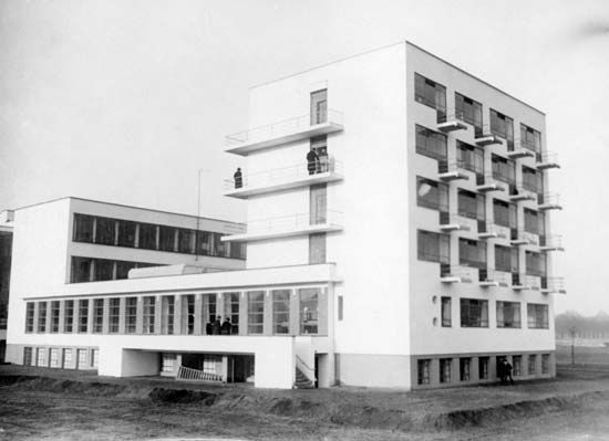 Bauhaus With Images Bauhaus Architecture