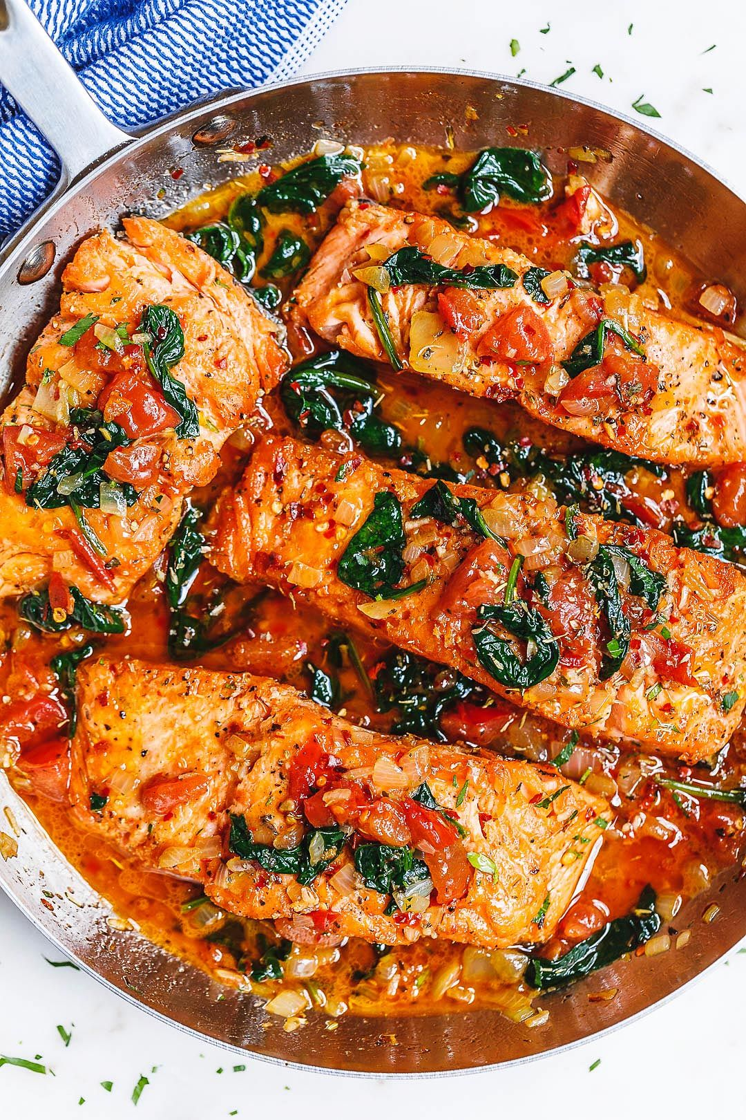 Tuscan Garlic Butter Salmon Skillet with Spinach and Tomato #salmonrecipes
