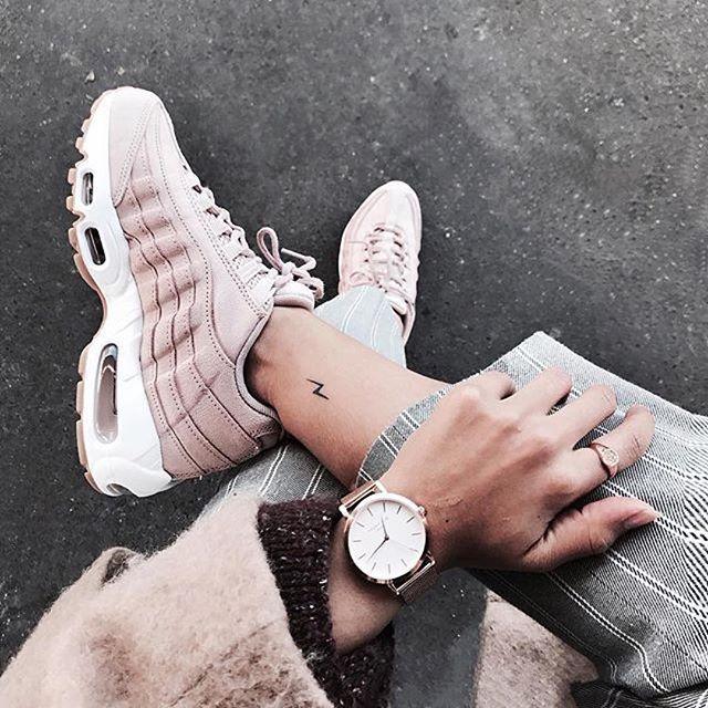 info for b88bc f5b78 Découvrez Populaire Nike Air Max 95 Femme Chaussures Pas Cher S0Ol102209