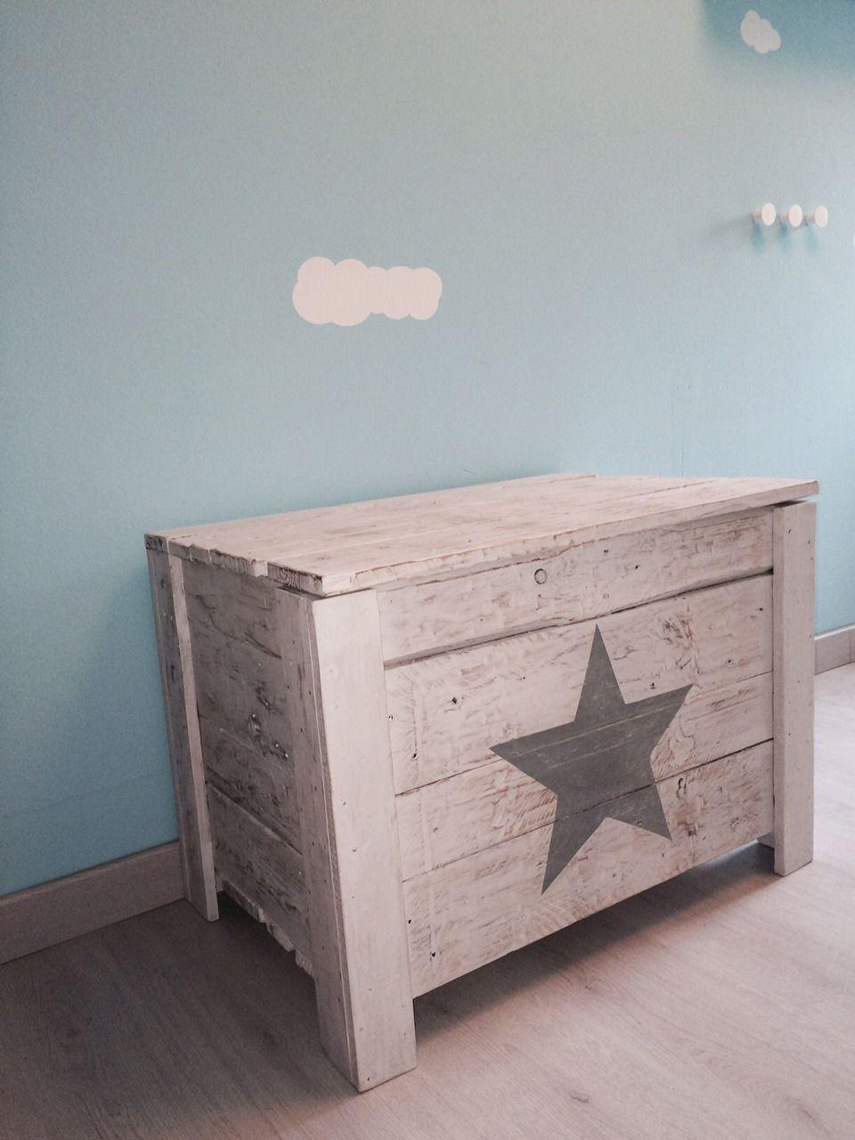 Le coffre a jouets etoile meubles et rangements par atelier quatrecoeurs stars - Le monde muebles ...