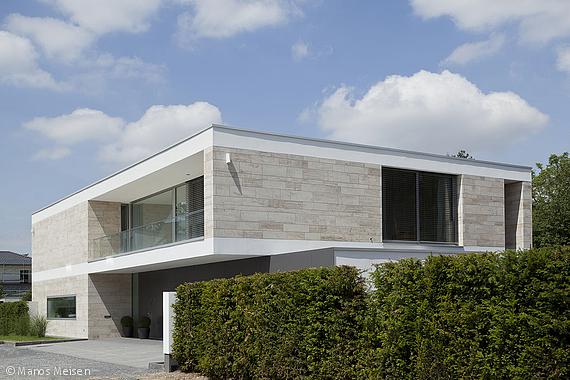 Monolithisch minimalistisch d sseldorf cube magazin for Minimalismus hausbau