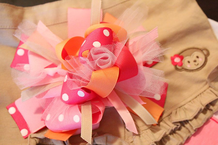 My name is Momma: Another FuNkY LOOPY bow tutorial? OHH OK!