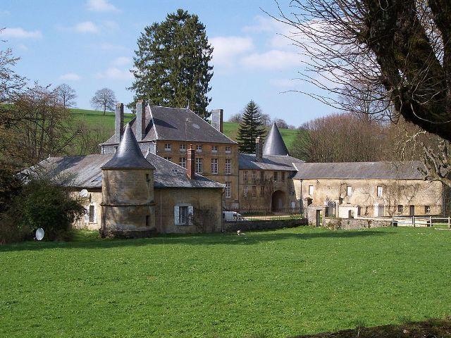 Château de Gruyères (Ardennes)►►http://www.frenchchateau.net/chateaux-of-champagne-ardenne/chateau-de-gruyeres.html?i=p