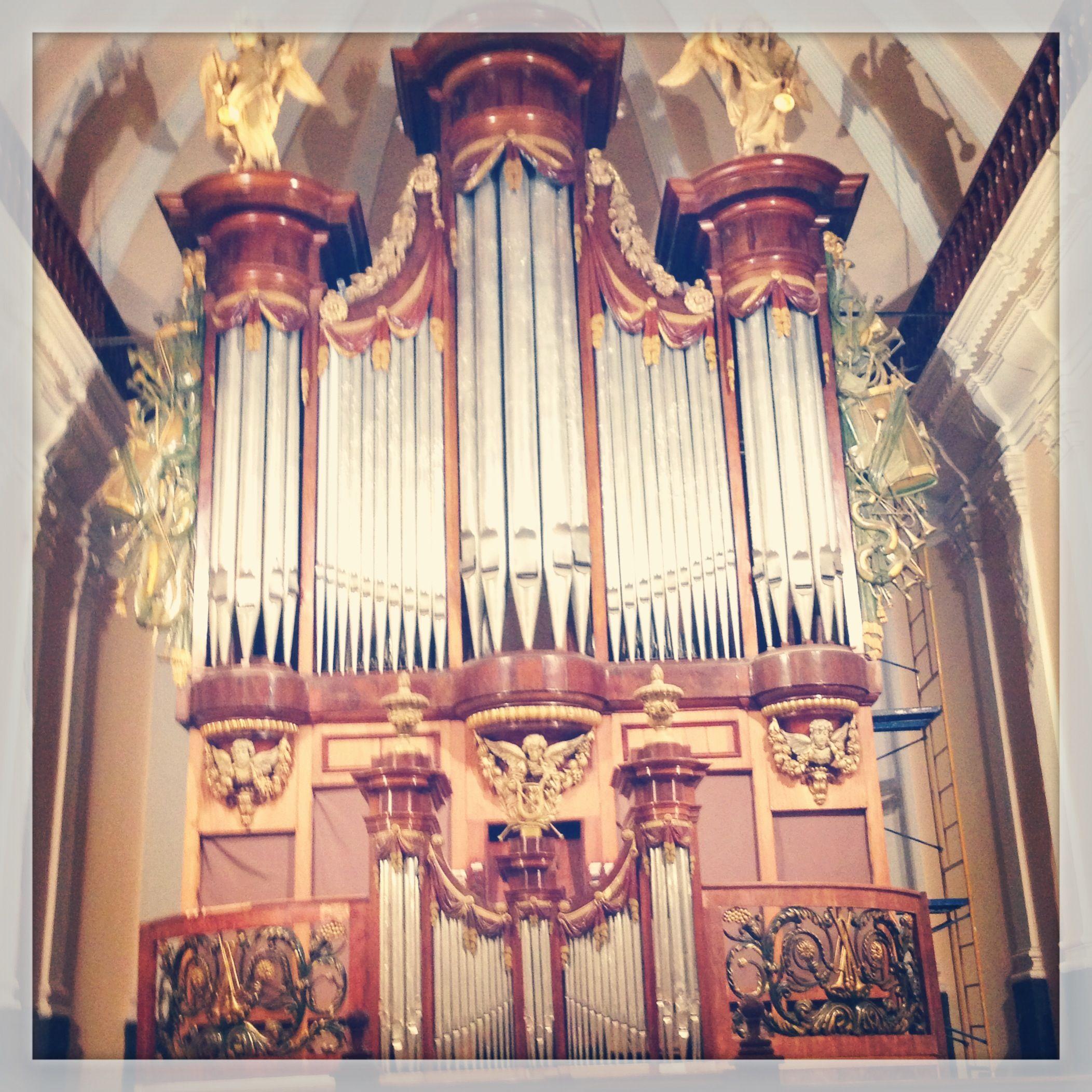 Catedral de Arequipa - Peru. Se instalo en 1854 este organo de origen belga, cuyo valor radica en ser uno de los mas grandes de America del Sur.