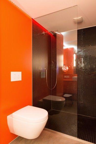 orangenes Badezimmer mit schwarzem Mosaik bad Pinterest - mosaik im badezimmer