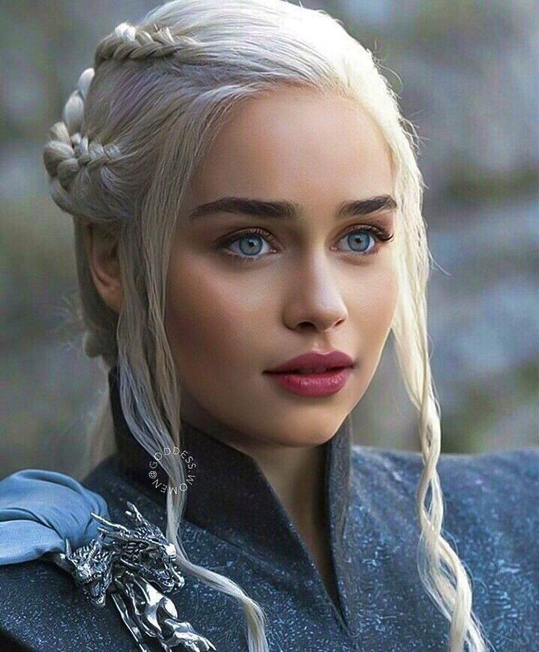 "I PHOTOSHOP CELEBS on Instagram: ""Queen 😍♥️ @emilia_clarke"""