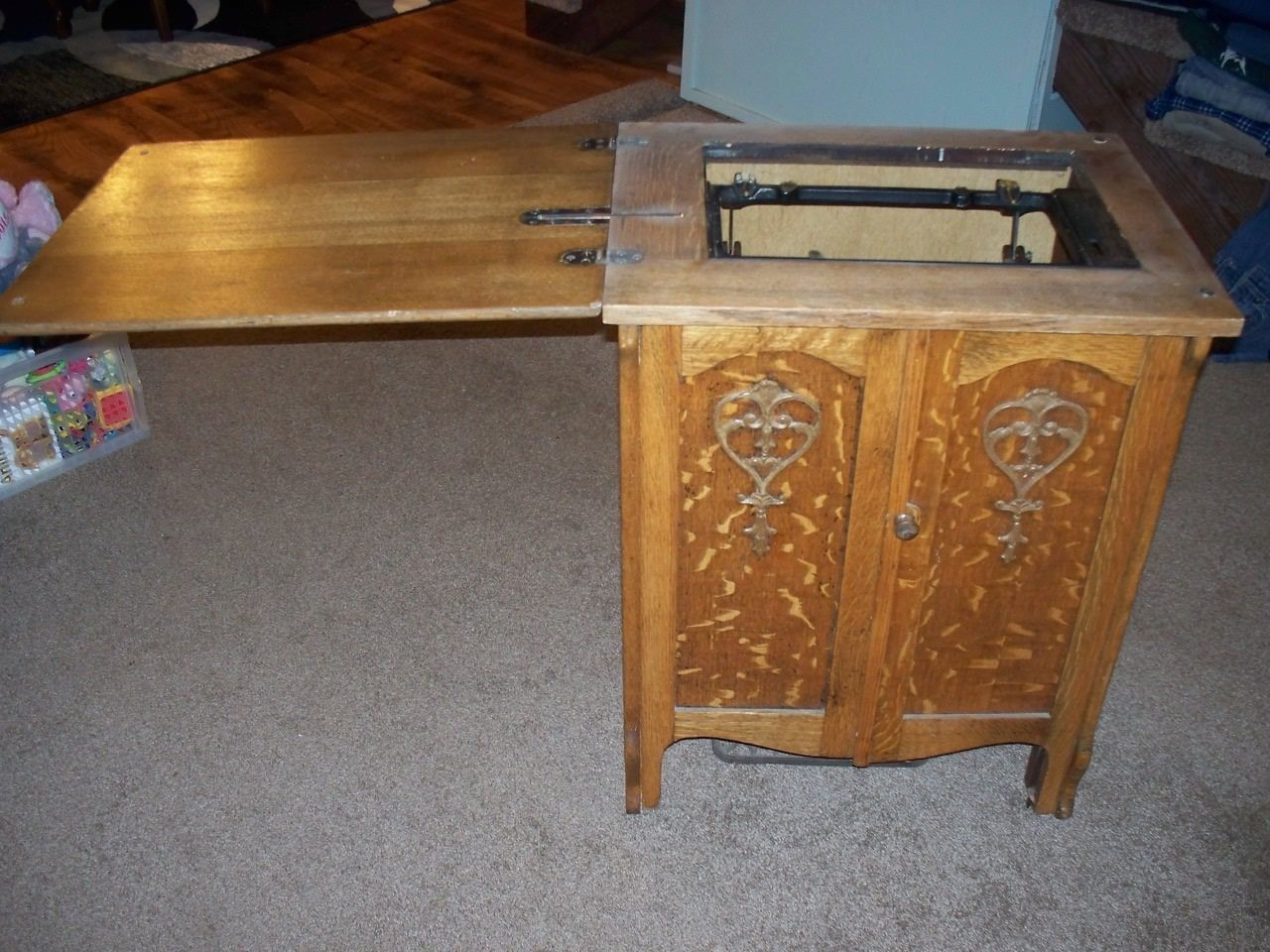 -Vintage-  The Free  Treadle Sewing Machine Oak Table Cabinet | eBay