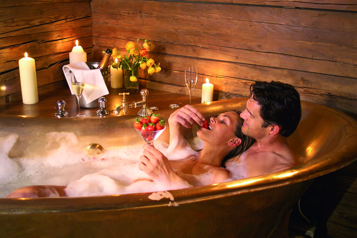 парень и девушка в ванной фото истории