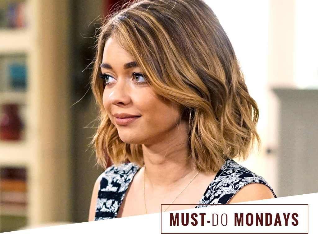 Sarah Hyland S On Set Hairstylist Uses This 8 Dry Shampoo Sarah Hyland Short Hair How To Curl Short Hair Hair Styles
