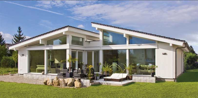 fertighaus bungalow modern aussen gestalten haus dekorieren tipps mit dachdecken und glas. Black Bedroom Furniture Sets. Home Design Ideas